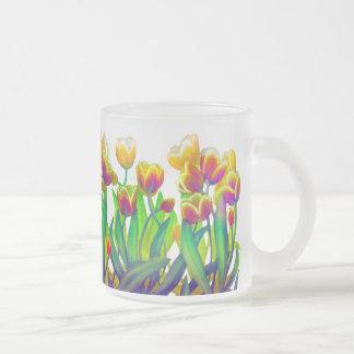 Taza psicodélica del jardín del tulipán