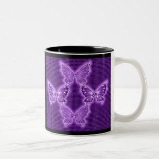 Taza púrpura brillante del modelo de mariposa