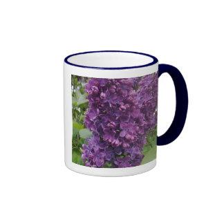 Taza púrpura de la lila