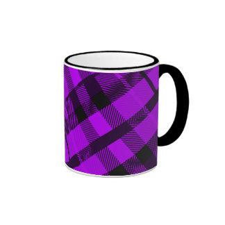 Taza púrpura de la tela escocesa