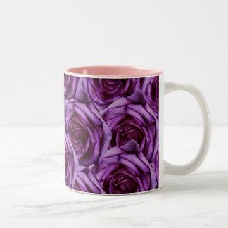 Taza púrpura de los rosas