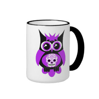 Taza púrpura del búho del cráneo del azúcar