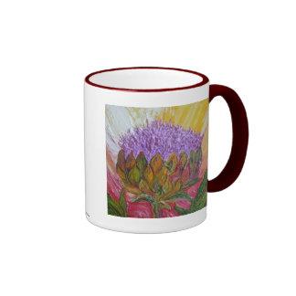 Taza púrpura del flor de la alcachofa