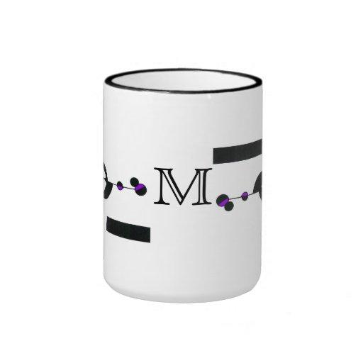 Taza púrpura del monograma del diseño de Geo