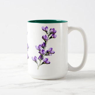Taza púrpura del personalizable de las flores de l