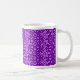 Taza púrpura fresca del estampado de flores
