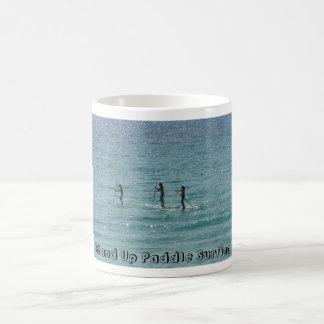 TAZA QUE PRACTICA SURF DE LA PALETA