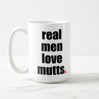Taza real de los Mutts del amor de los hombres