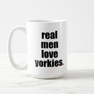 Taza real de Yorkies del amor de los hombres