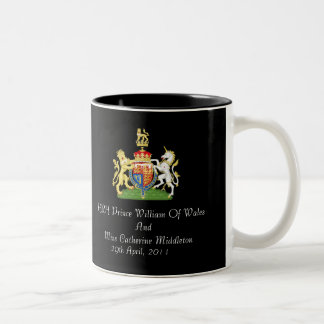 Taza real del escudo de armas del boda (negro)