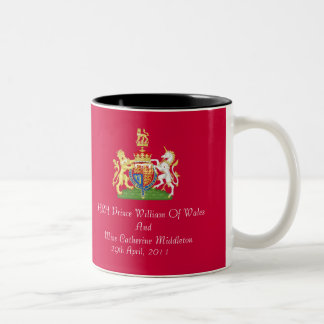 Taza real del escudo de armas del boda (roja)
