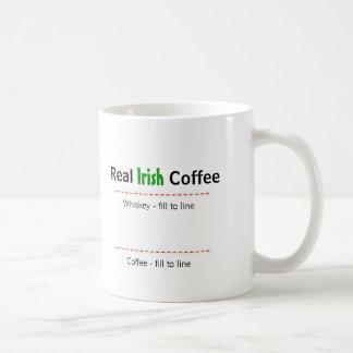 Taza real del humor del café irlandés