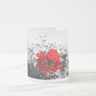 Taza roja de la flor