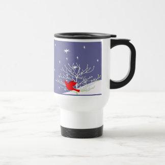 Taza roja de la nieve del invierno del navidad del
