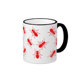 Taza roja de las hormigas