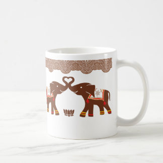 Taza roja del amor del elefante de la alheña