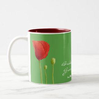 Taza roja del boda de la manzana de la amapola