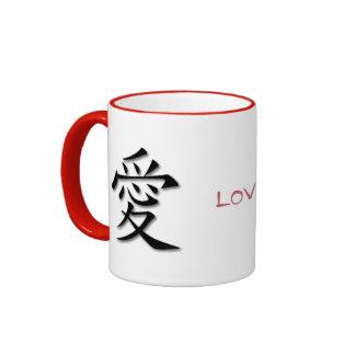 Taza roja del campanero con el símbolo chino para