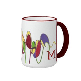 Taza roja del monograma del diseño del ciclón