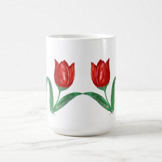 Taza roja del tulipán