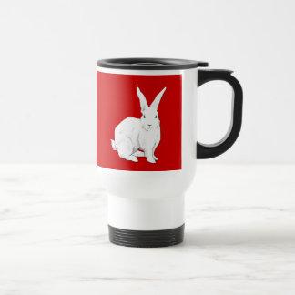 Taza roja del viaje del conejo