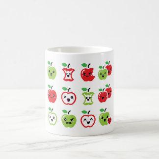 Taza roja linda del kawaii de la manzana y de la