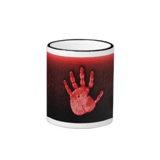 Taza roja original de la mano