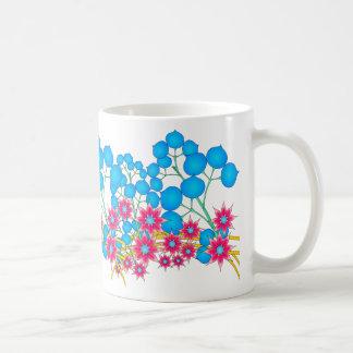 Taza roja y azul de las flores