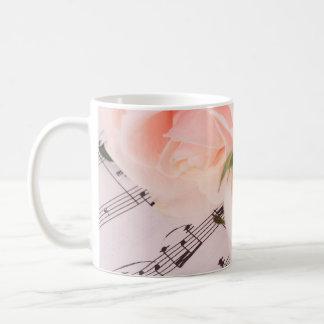Taza rosa clara de los rosas de la música del boda