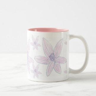 Taza rosada bonita de Lillies