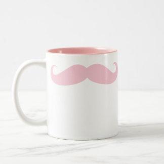 Taza rosada de la bebida del café del bigote