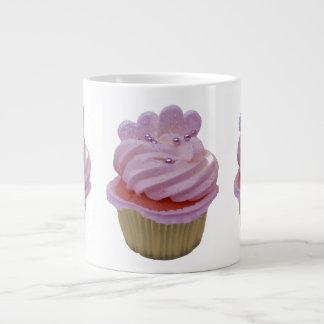 Taza rosada de la magdalena y de la especialidad d taza grande