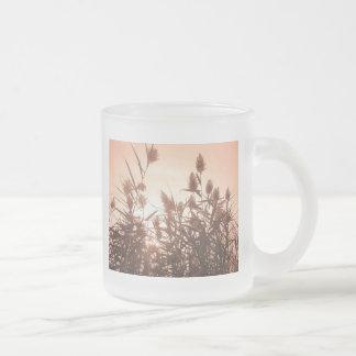 Taza rosada de la naturaleza