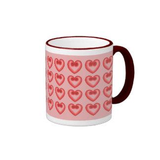 Taza rosada del amor del corazón