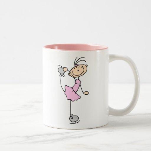 Taza rosada del chica del patinaje de hielo