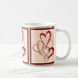 Taza rosada del el día de San Valentín del ramo de