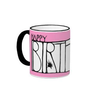 Taza rosada del feliz cumpleaños