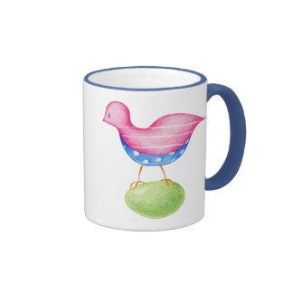 Taza rosada del pájaro