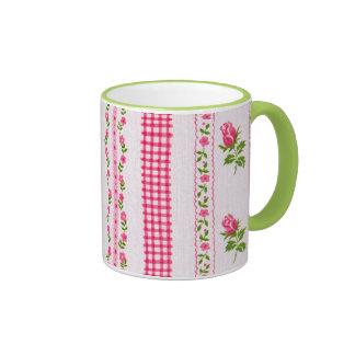 Taza rosada del papel pintado de la flor