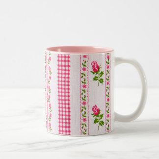Taza rosada del papel pintado de la flor con rosa