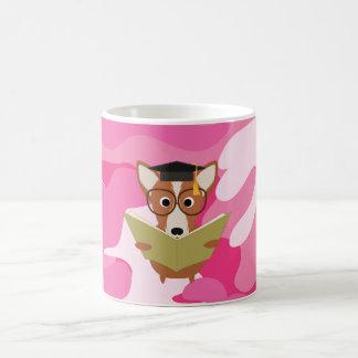 Taza rosada del perro del estudio de Camo