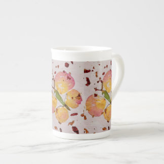Taza rosada y amarilla del cuento de hadas de la taza de porcelana