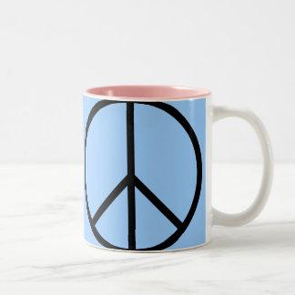 Taza rosada y azul de la MOD del signo de la paz
