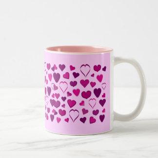 Taza rosada y de la lila bonita del dibujo animado