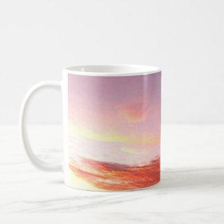 Taza rosada y púrpura de la puesta del sol