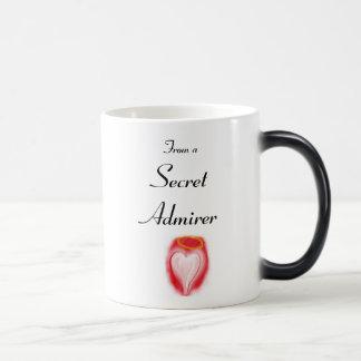 Taza secreta de la magia del admirador