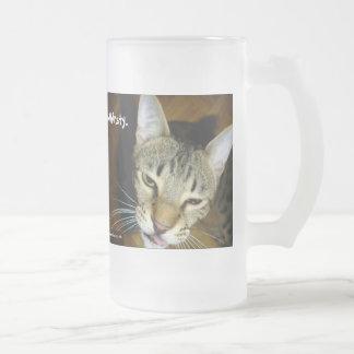Taza sedienta del gato de la sabana