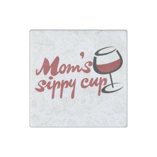 Taza sippy del vino rojo de las mamáes imán de piedra