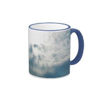 Taza soleada de las nubes