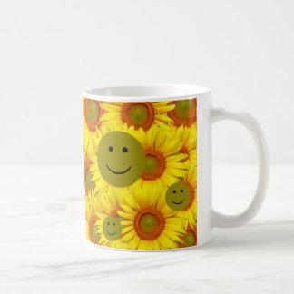 Taza sonriente de la cara de los girasoles